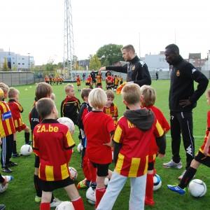 Kids Club op training met Harm Van Velthoven en 1ste ploeg 128