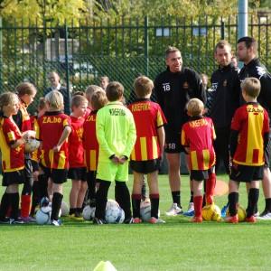 Kids Club op training met Harm Van Velthoven en 1ste ploeg 175